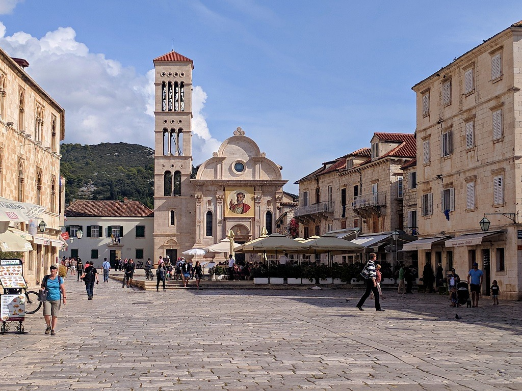 what-to-do-around-hvar-town