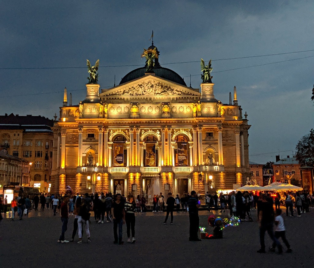 Romantic Spots In Lviv: Lviv Opera Theatre