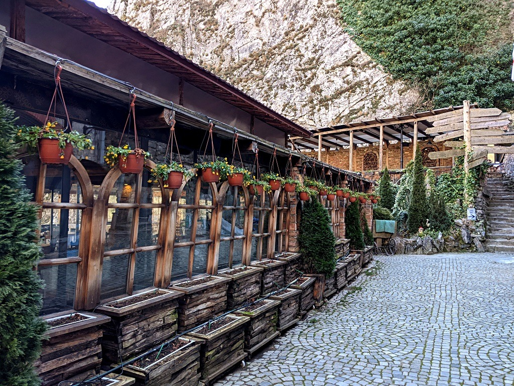 Have a cup of coffee or a lunch at one of the restaurants next to Matka lake