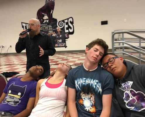 Hypnotist puts people in trance