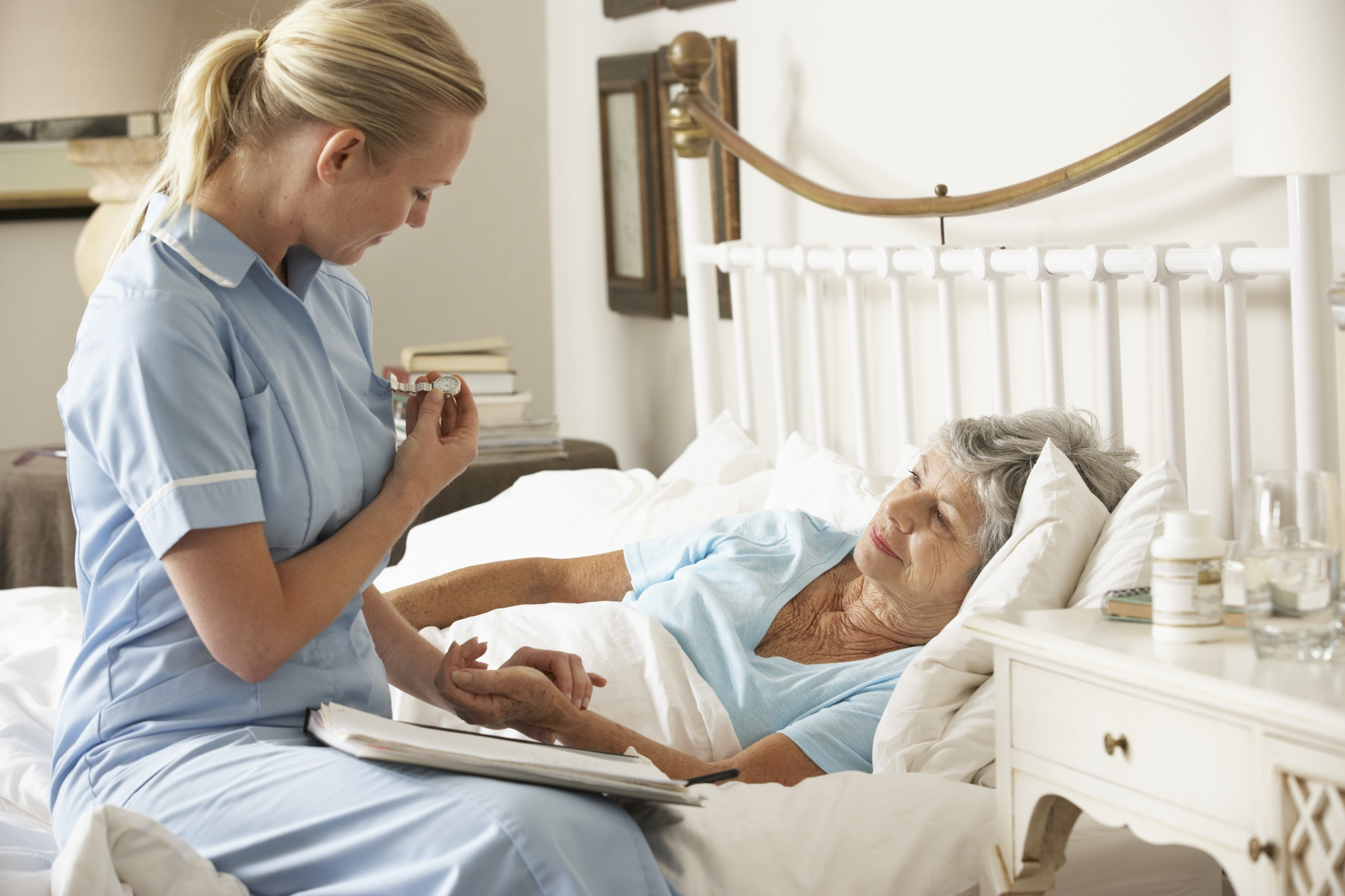 elderly woman and nurse home hospice care in Omaha NE