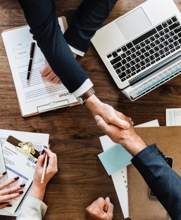 businessman-collaborate-collaboration-872957-370x450