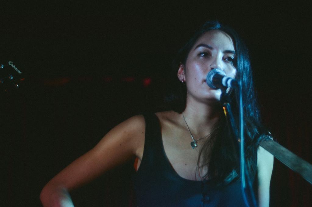 Deena Lynch singing