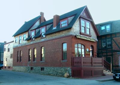 Lila-Delman-Real Estate-a4-architecture-newport-ri-front-porch-side