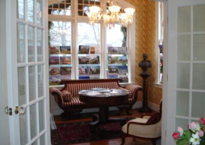 Lila-Delman-Real Estate-a4-architecture-newport-ri-sitting-room