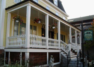 a4-architecture-newport-ri- bellevue-manor-guest-house-front-porch