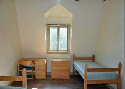 a4-architecture-salve-regina-dorm-exterior-bedroom