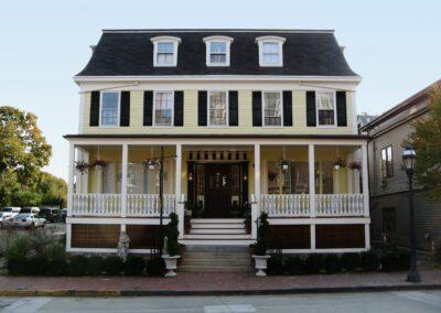 bellevue-manor-a4-architecture-newport-ri-front-entrance
