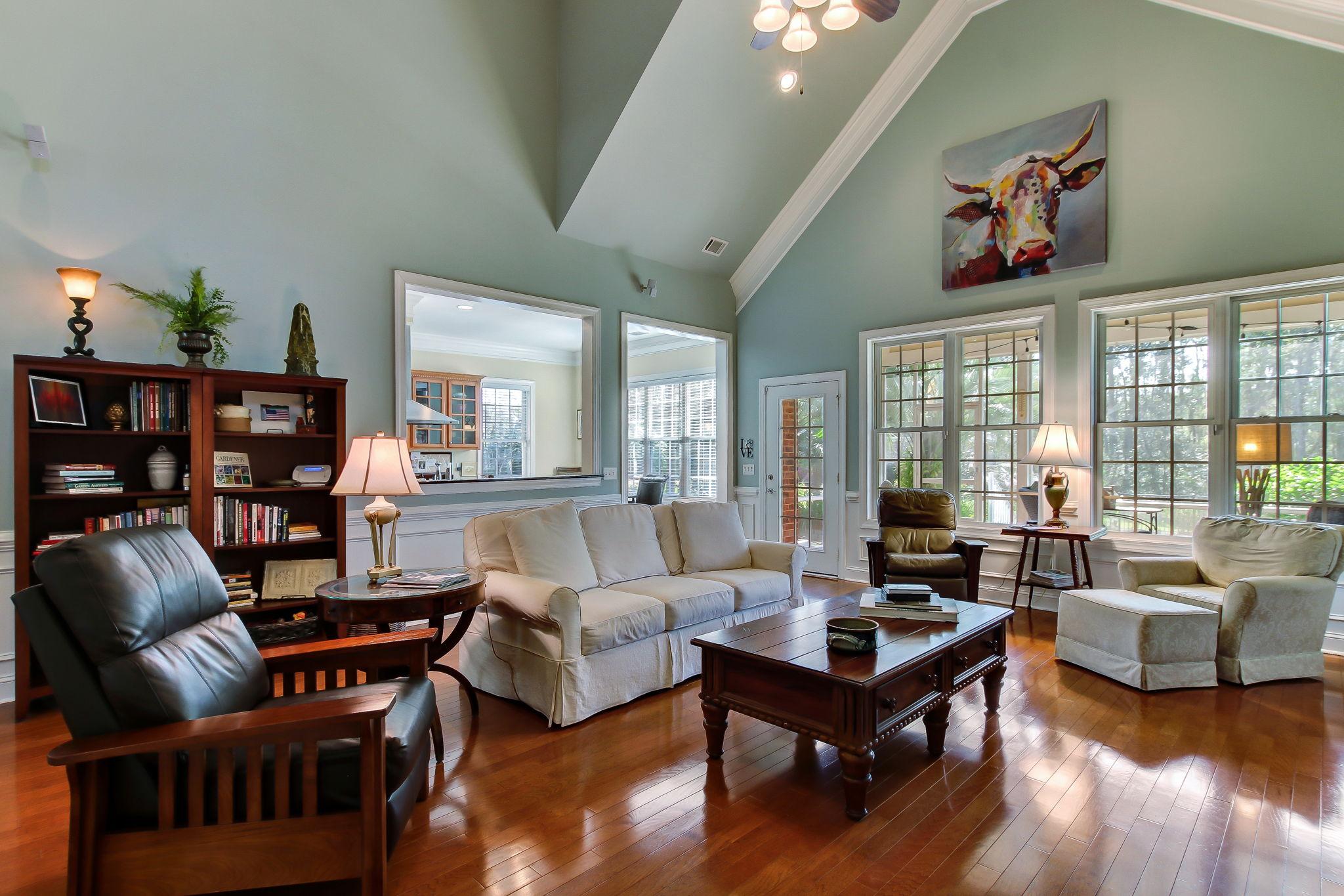 8+Grand+Lake+Cir+Savannah-15-web-Living+Room