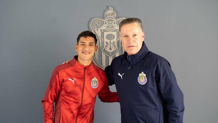 Uriel Antuna es jugador de Chivas