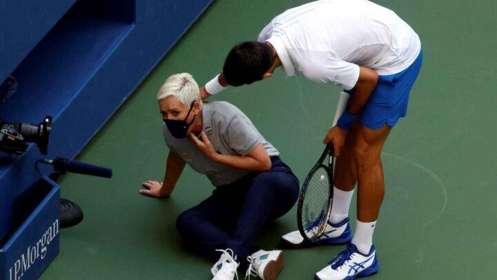 Djokovic, eliminado del Abierto de Estados Unidos por pelotazo a jueza de línea