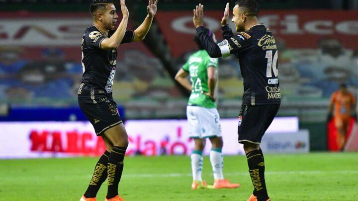 León remontó y se impuso a Santos