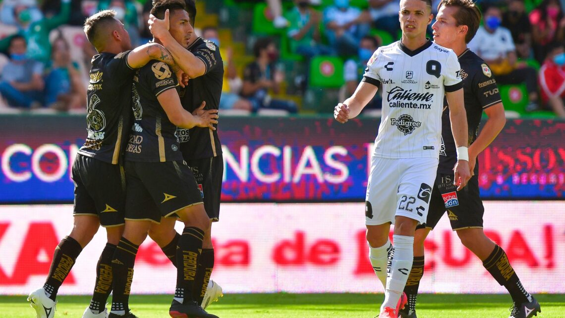León derrotó 2-1 a Gallos