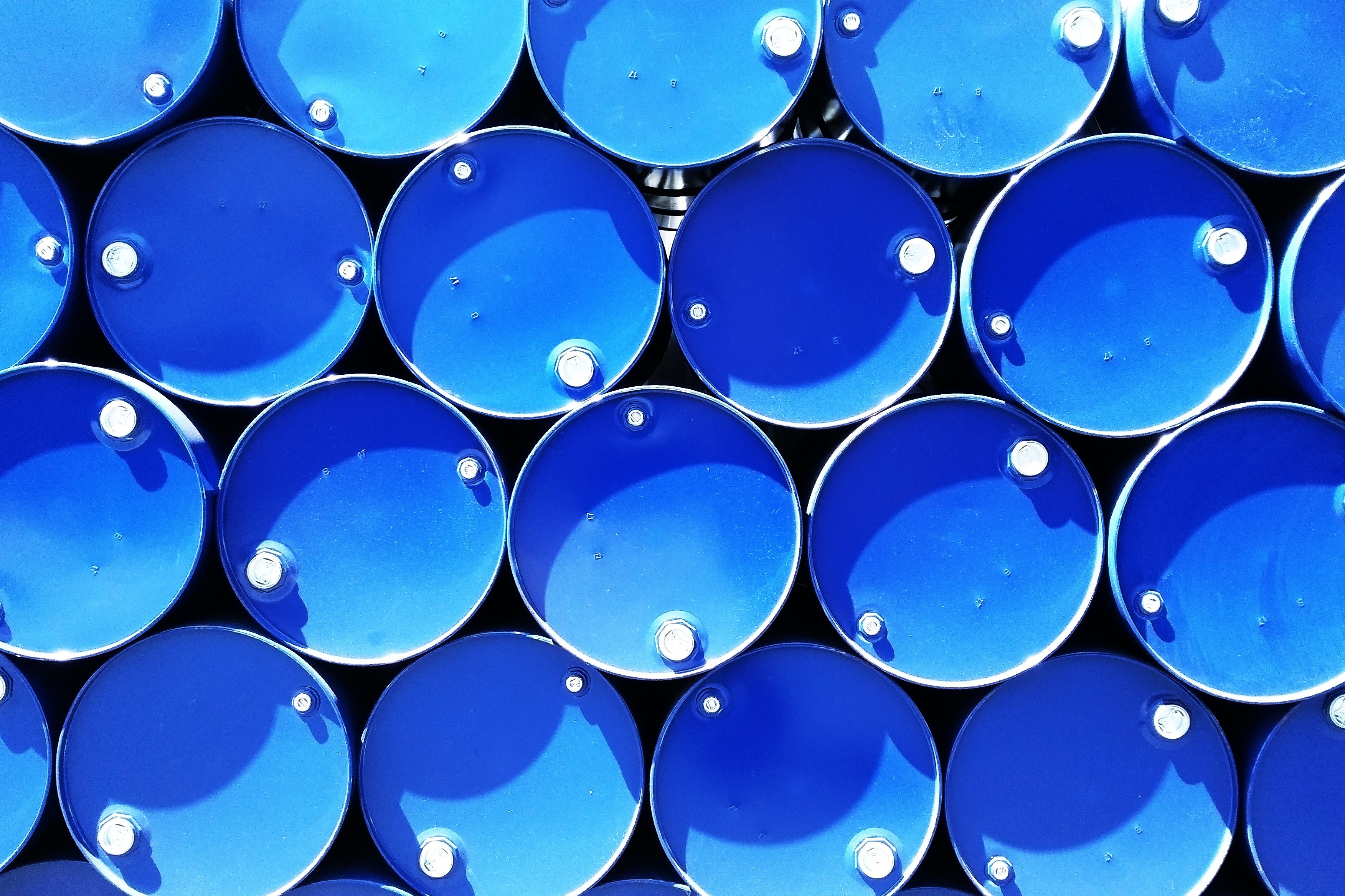 blue-containers-drums-615670 (2)