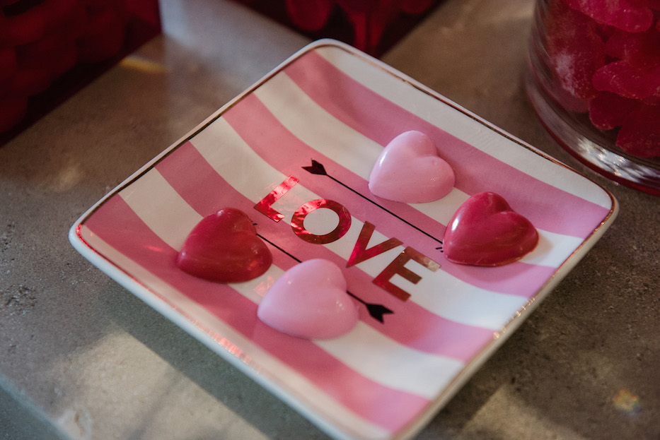 valentines day dessert bar, kisses, candybar couture, candy table, candy hearts, pink and white