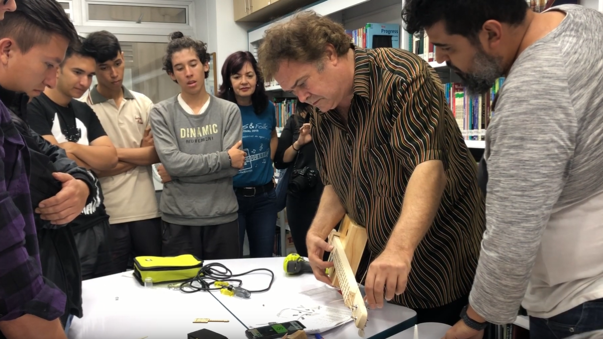 Steve Arvey Teaches CBG-Building Class in Colombia