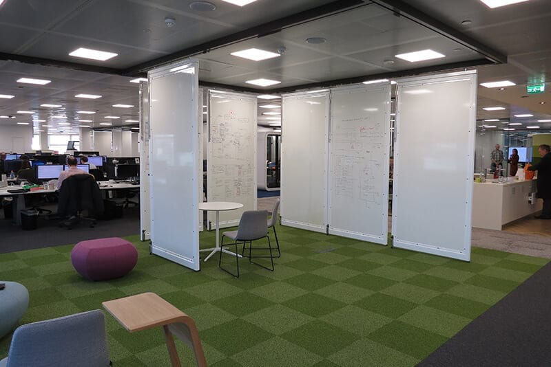 Flexible Office Design with Pivot Panels