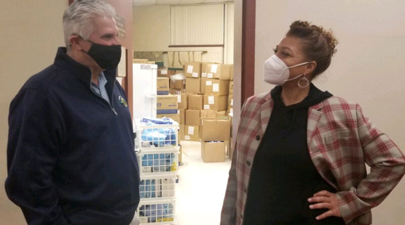 Essex County Executive Divincenzo Welcomes Queen Latifah to Vaccination Center