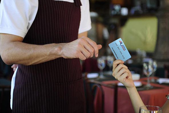 Guidelines for Authorizing Credit Card Transactions at Restaurants