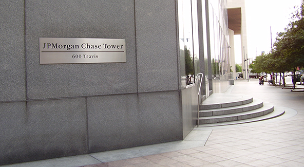 Chase Moves Upmarket Into American Express Territory