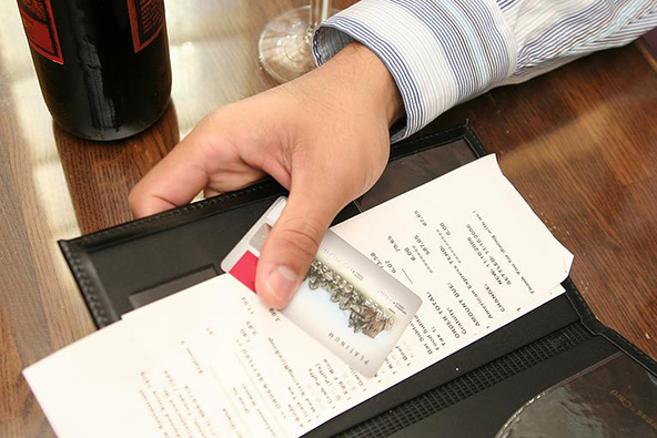 How to Handle Credit Card Transactions at Restaurants