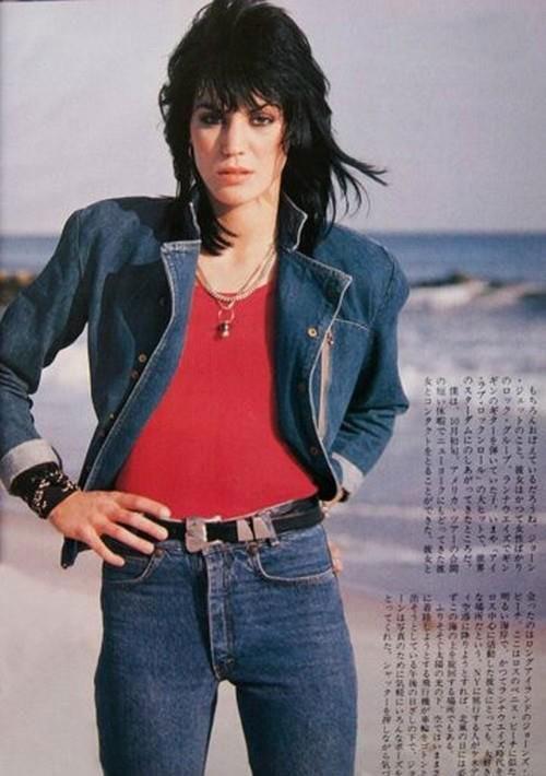 Joan Jett rocking those high-rise jeans | Girlfriend is Better