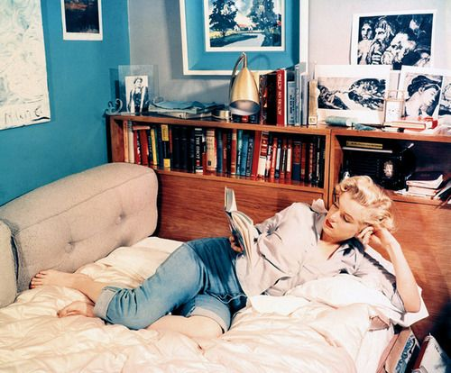 Marilyn Monroe reading | Knowledge and wisdom Feng Shui | Girlfriend is Better