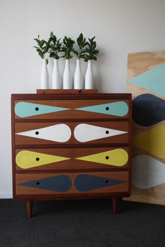 Painted furniture | Oil-based v. latex paint | Girlfriend is Better
