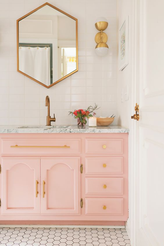 Hexagon geometric mirrors | Mid-century modern bathroom | Girlfriend is Better