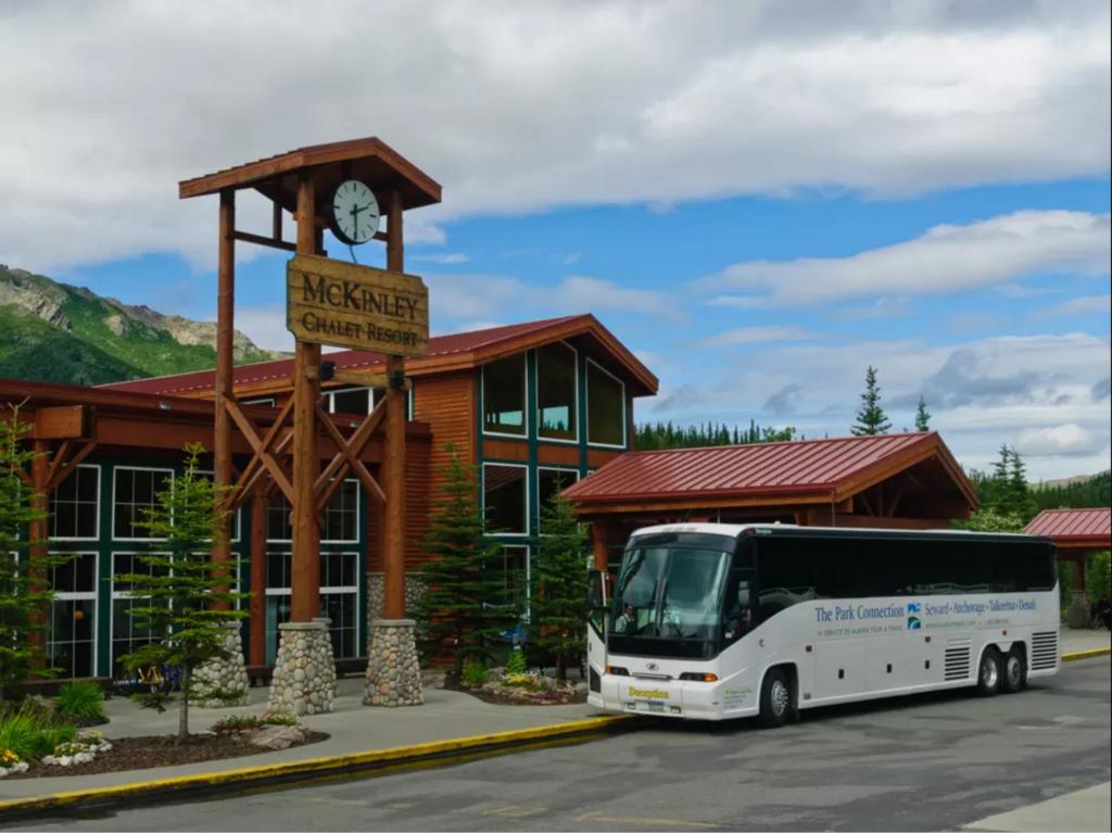 The Park Connection Alaska Bus Tour | Travel Guide | Girlfriend is Better