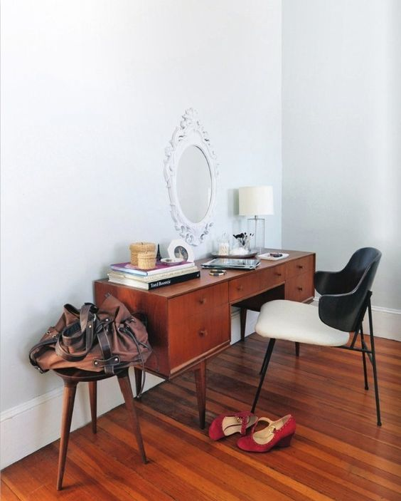 Pin Up Girl Style mid-century modern dressing tables | Girlfriend is Better