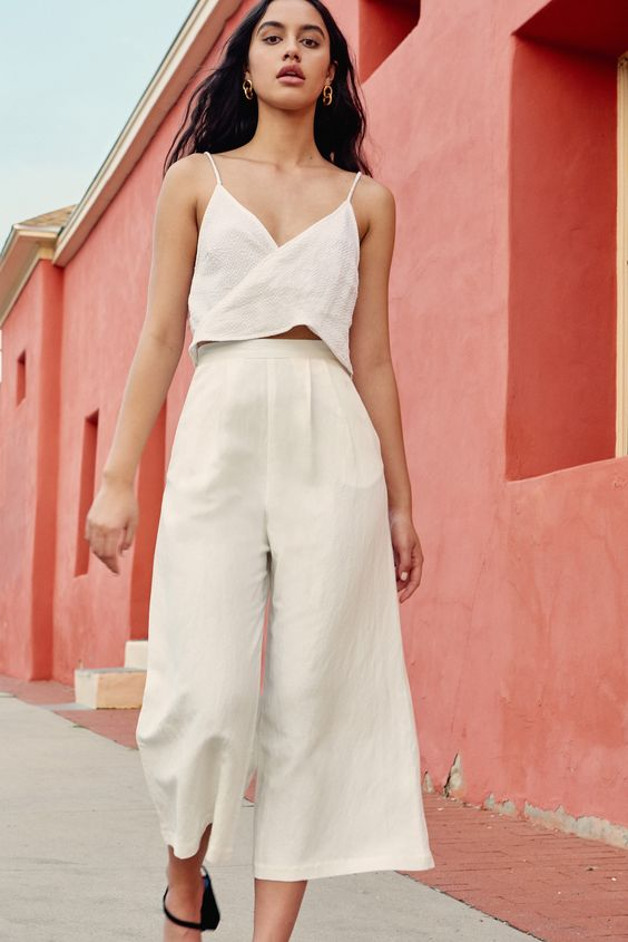 Easy outfits for Spring Break vacation   Small top, wide cropped pants linen   Girlfriend is Better