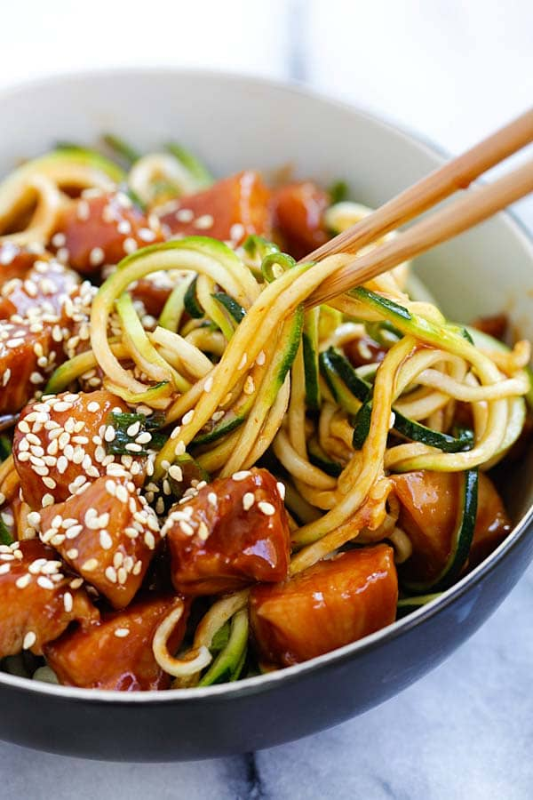 Honey Sriracha Chicken Zucchini Noodles recipe | Quick low-carb meals | Girlfriend is Better