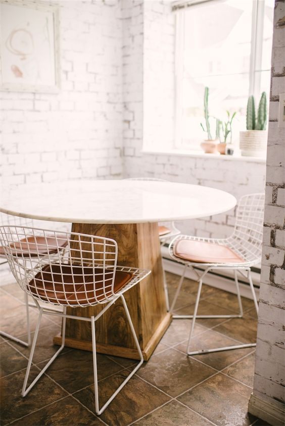 Water element Feng Shui | Round dining table metal chairs | Girlfriend is Better