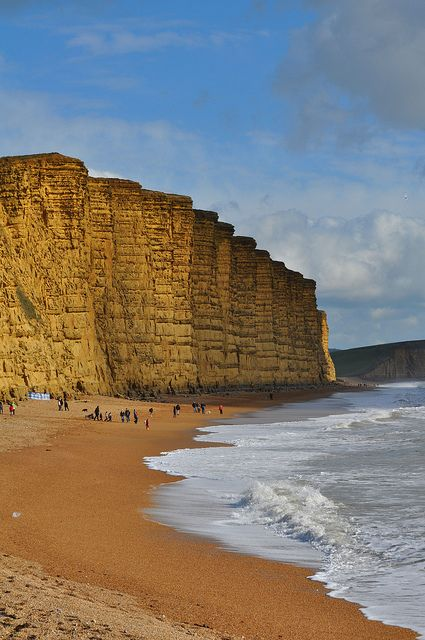 British crime drama location Boradchurch | East Cliff, West Bay, Dorset, England | Girlfriend is Better