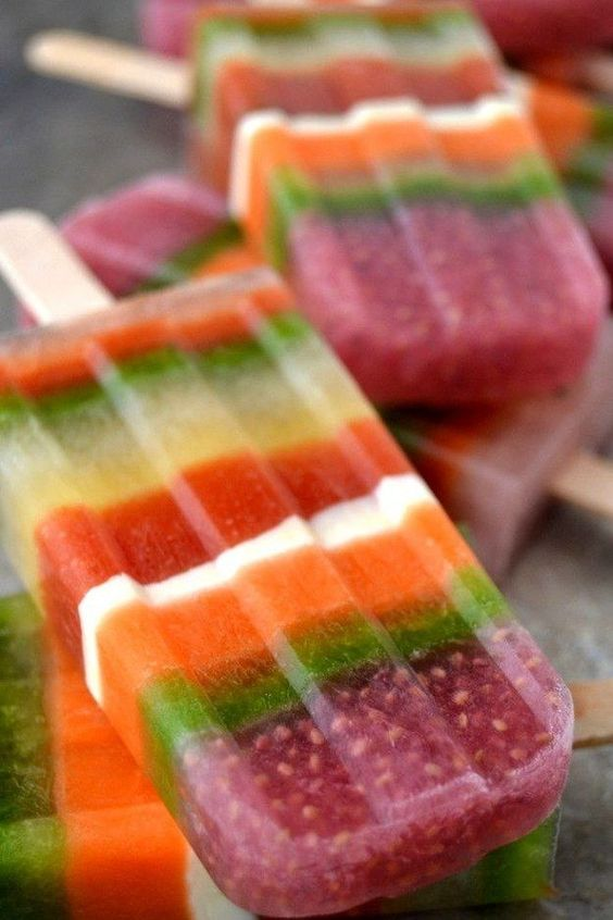 Power Smoothie Striped Popsicles | Healthy snack recipes | Girlfriend is Better