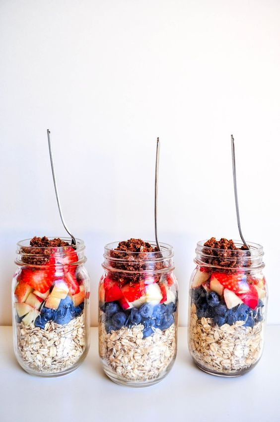 Healthy meal prep recipes | Vanilla Berries Overnight Oats | Girlfriend is Better