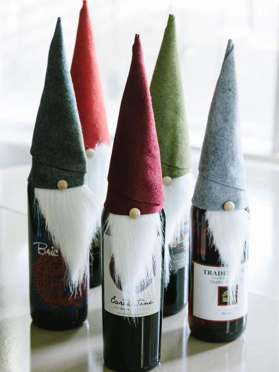 DIY Christmas gifts | Elf wine bottle cover felt faux fur | Girlfriend is Better