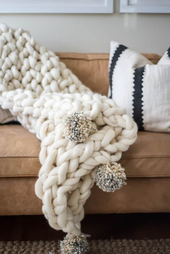 chunky knit blankets | arm knit handmade DIY | Girlfriend is Better