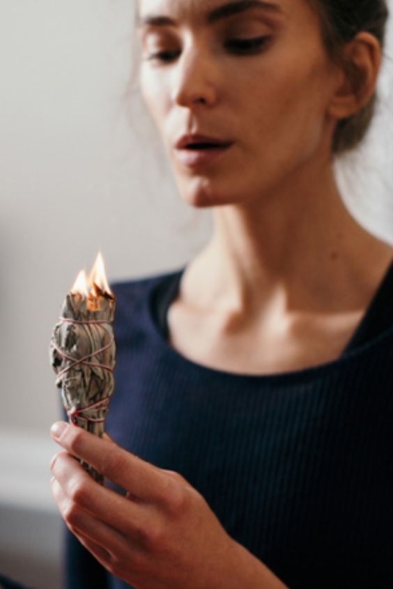 sage burning | smudge stick healthy air | Girlfriend is Better
