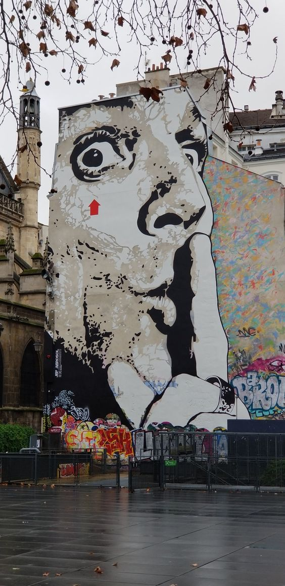Paris 4th arrondissement   grafiti mural Pompidous Center art museum   Girlfriend is Better
