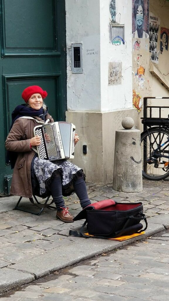 Paris 18th arrondissement | street musician Montmartre French local artist | Girlfriend is Better