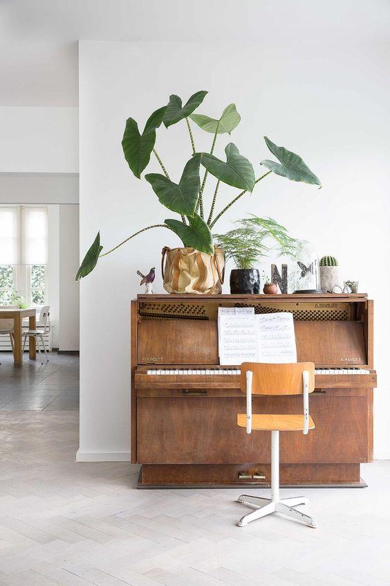 pianos | vintage nook mid-century modern plants | Girlfriend is Better
