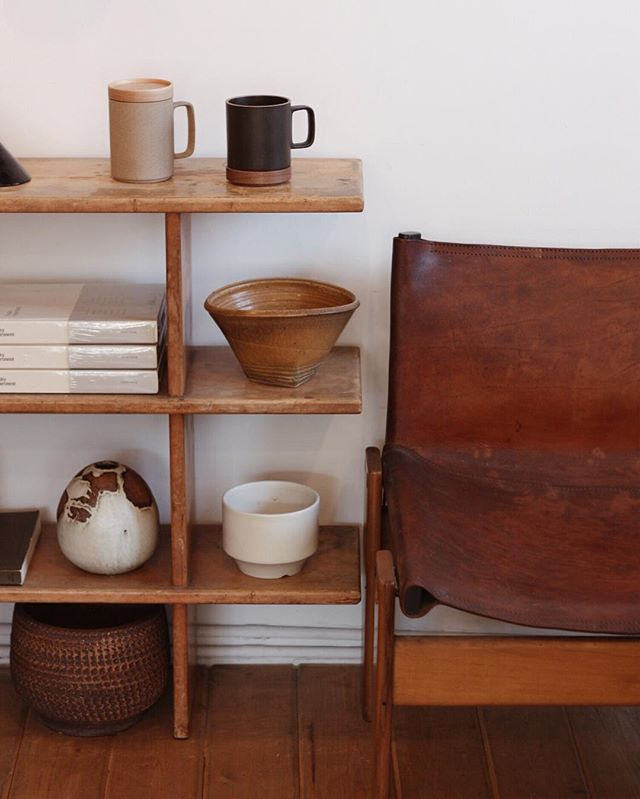bookshelves | open-ended vintage pottery collection | Girlfriend is Better