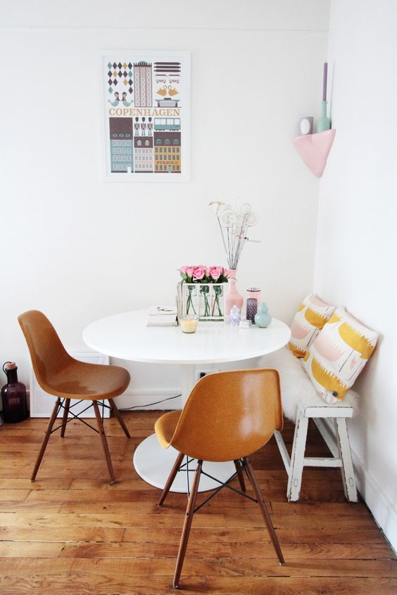 bench seating   breakfast nook french country small spaces   Girlfriend is Better