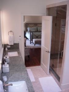 Alt text: 111 Aguire Drive master bathroom