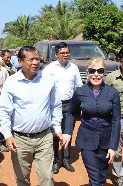 Community-Based Ecotourism Chhay Areng Valley – H.E. Thong Khon, Minister of Tourism and Suwanna Gauntlett CEO WA