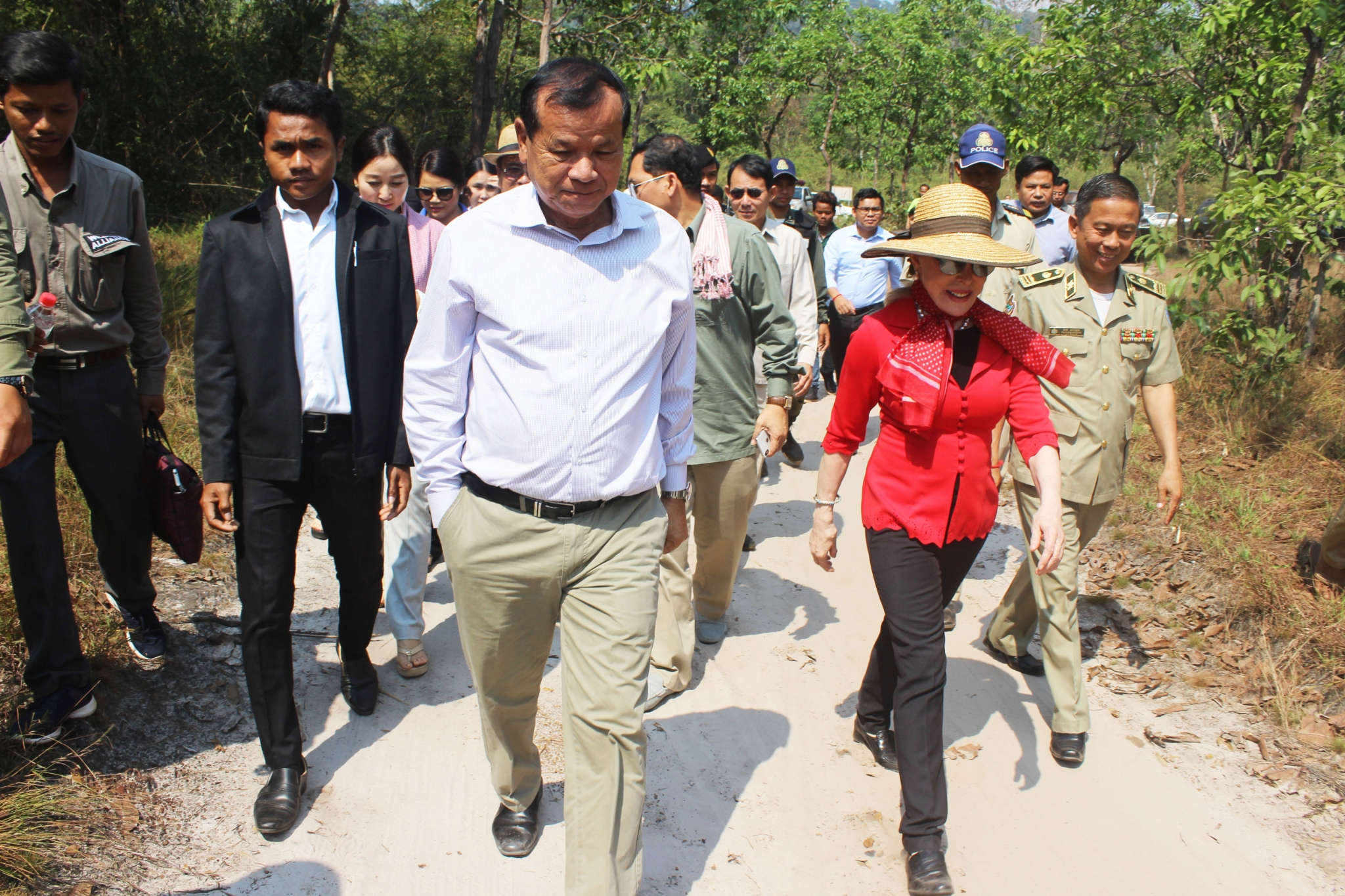 H.E. Dr. Thong Khon, Minister of Tourism visits Stung Areng community based eco-tourism (CBET)