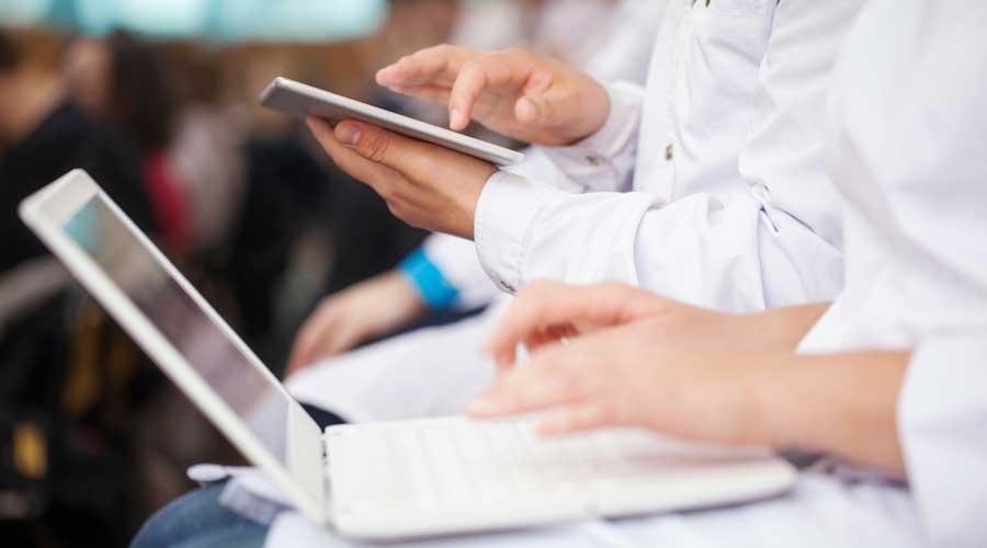 pharmacy_students_technology
