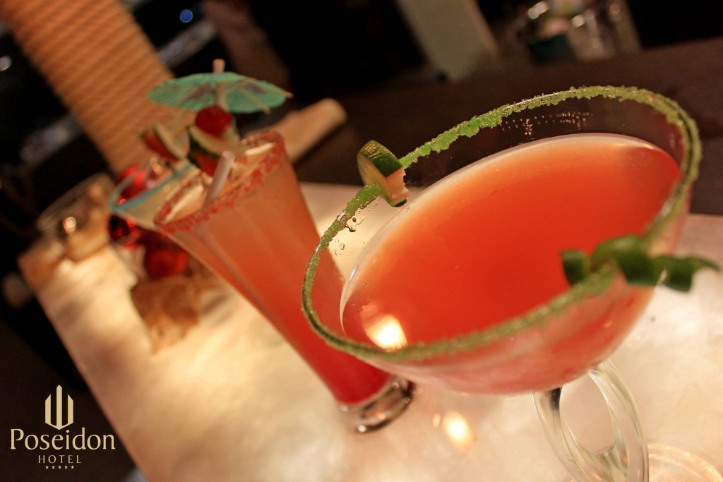 hotel-poseidon-lounge-cocktails